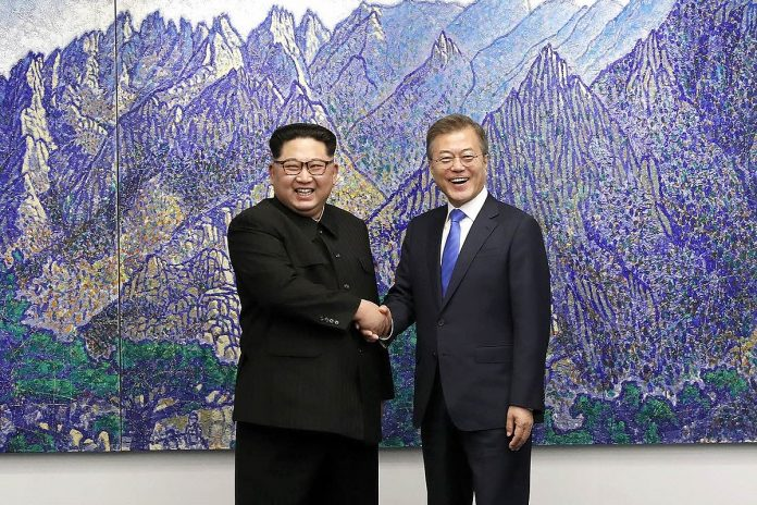 Kim Jong-un and Moon Jae-in shaking hands