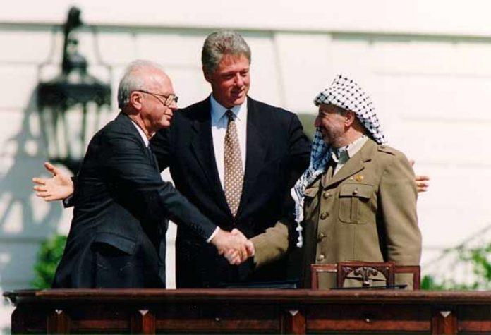 Bill Clinton Yitzhak Rabin Yasser Arafat at the White House 1993-09-13