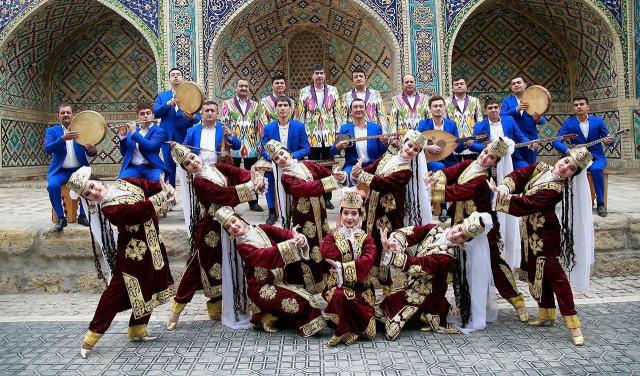 """""""Lazgi"""" and """"Bukhorcha"""" Song and Dance Ensembles at World Folk Vision"""